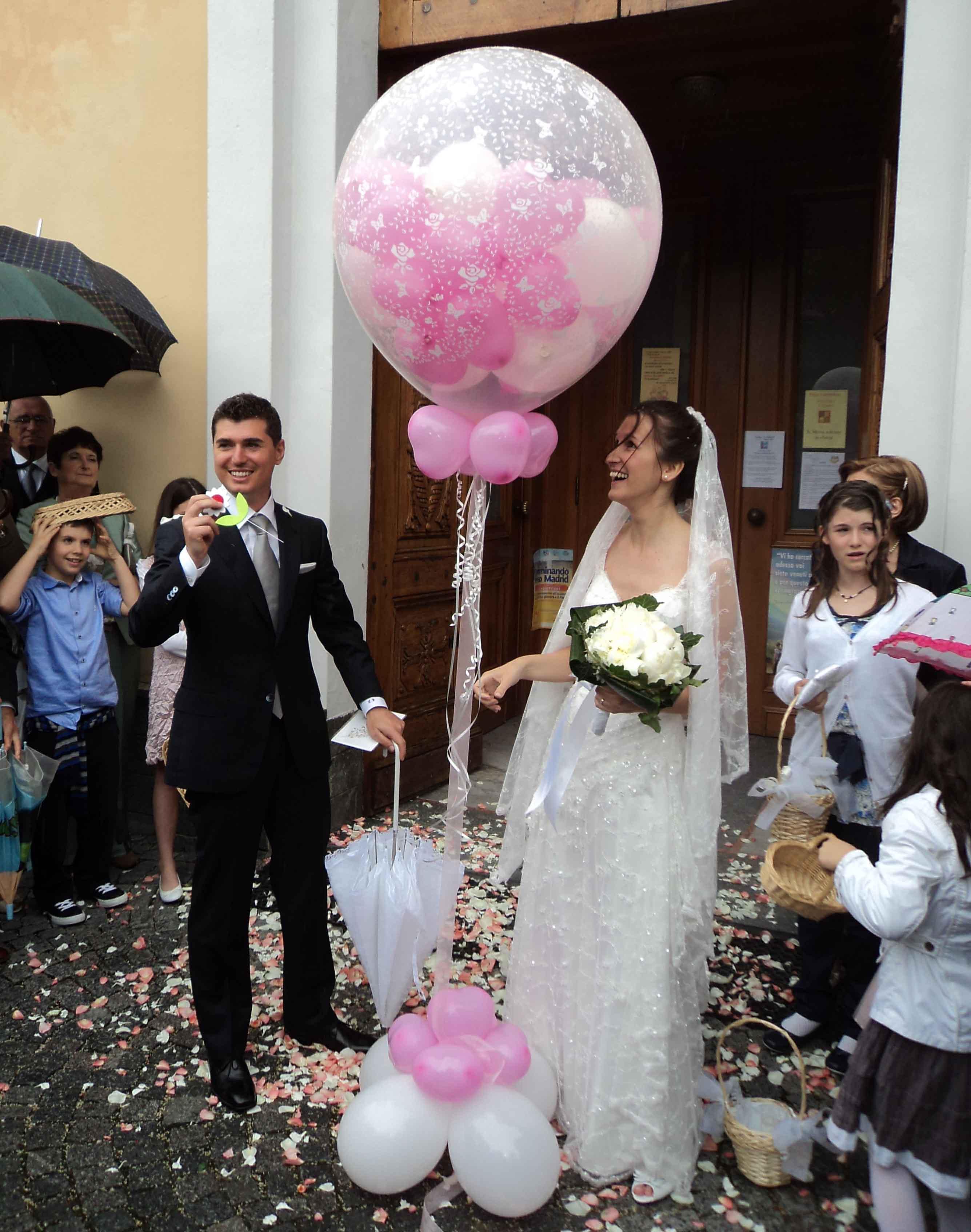 Matrimonio Tema Mongolfiera : Mongolfiera con palloncini all interno per matrimonio