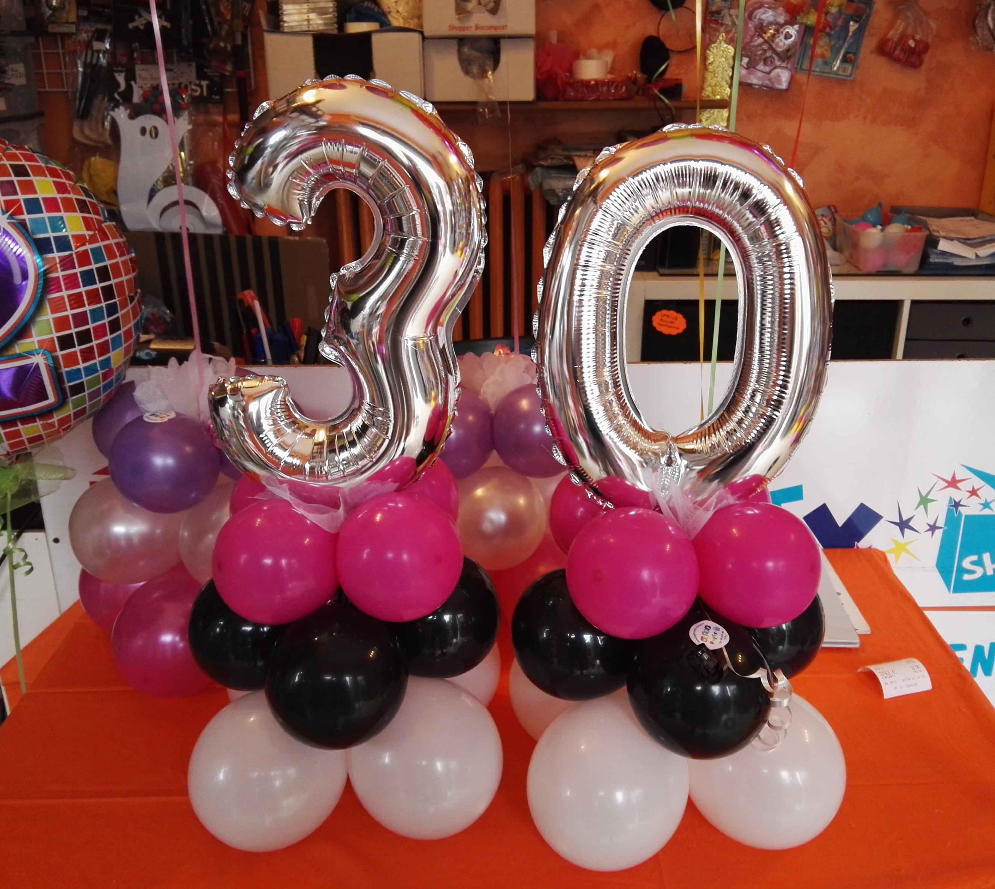 Articoli feste compleanno palloncini 30 anni happy party torino - Composizione palloncini da tavolo ...