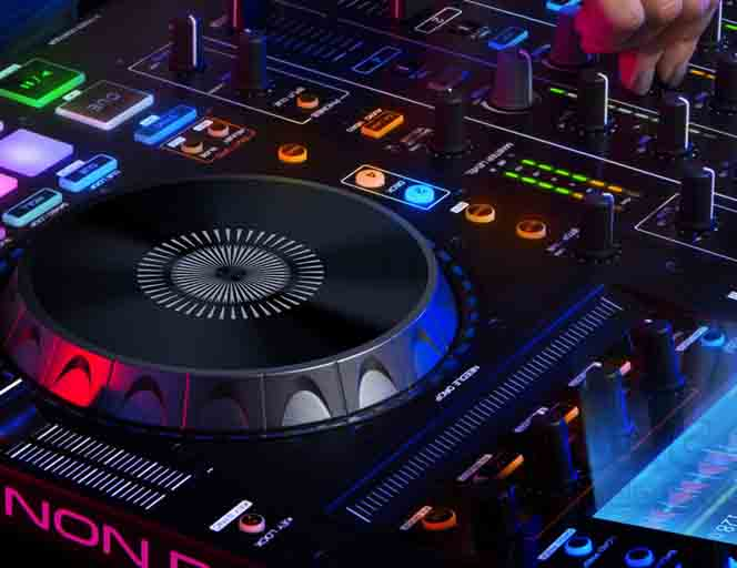 deejay-consolle-DJ-musica