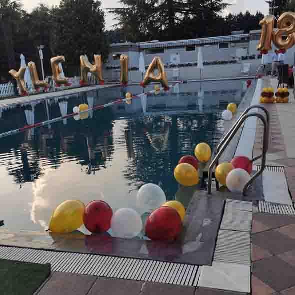 18 anni palloncini festa in piscina torino